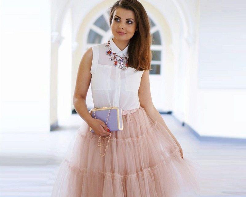 белая блузка и пышная юбка